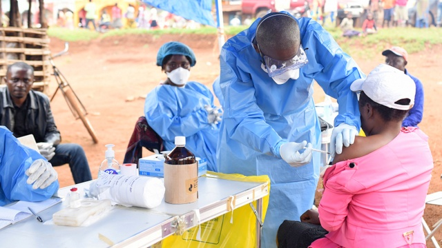 Uganda vaccinates at-risk health workers as Ebola spreads in Congo