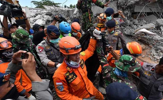 Indonesia's quake, tsunami reaches 1,571, search mission extended